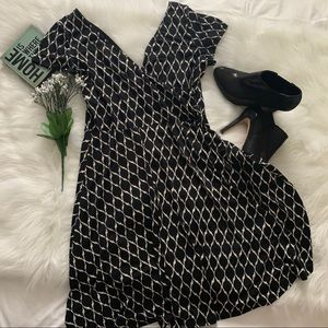 Gilli Criss-Cross Flowy Capped Sleeve Dress Sz.L